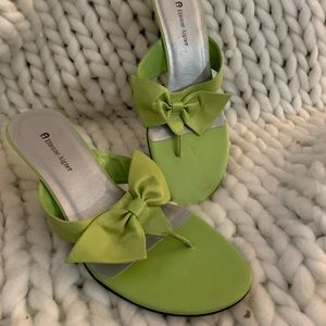 Size 7.5 Lime Green Etienne Aigner Heels